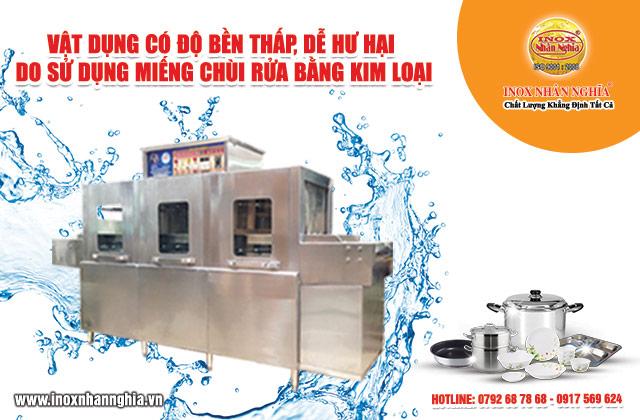 rửa chén xoong nồi bằng tay